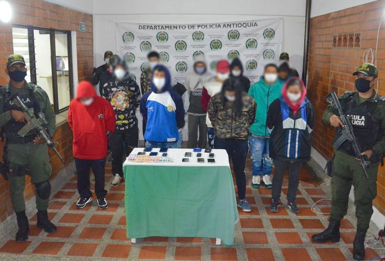 Los detenidos exigían a los transportadores y comerciantes entre $50.000 y $1.000.000, informaron las autoridades.
