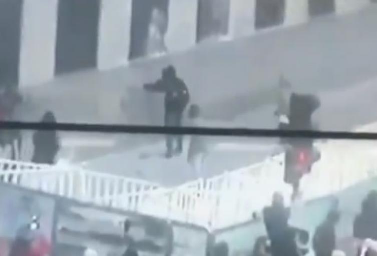 Actos vandálicos contra las instalaciones del comando de la Policía Metropolitana en Medellín