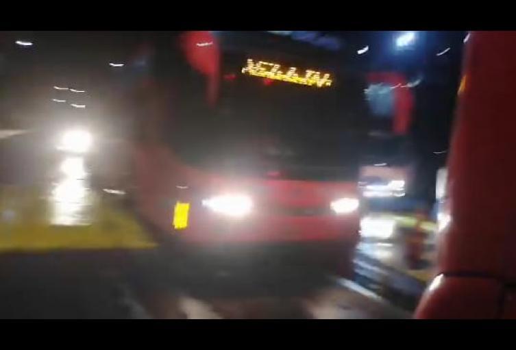 Atraco masivo en la vía Medellín – Bogotá, hurtaron a los ocupantes de 30 vehículos