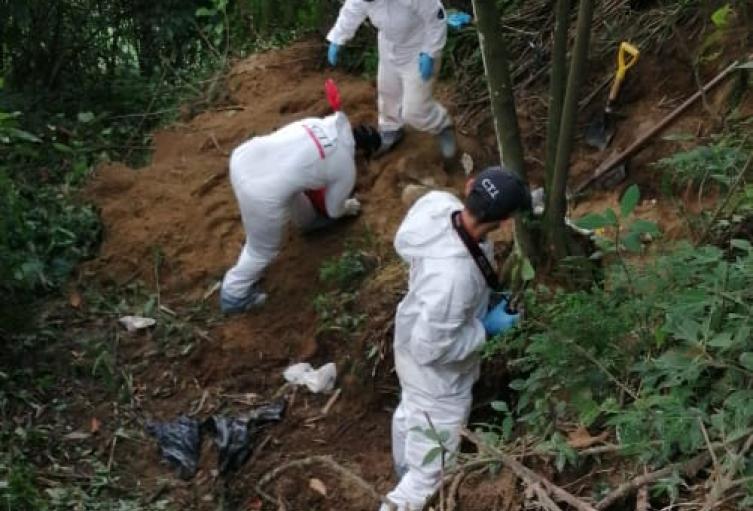 Terror en el Cerro de las Tres Cruces de Medellín, hallan cuerpo enterrado y descuartizado