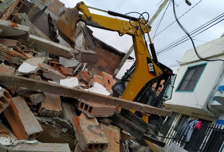 En Bello inician demolición de 25 edificaciones que amenazan ruina y eran focos de droga