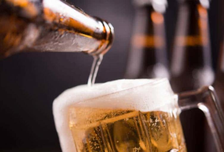 Autorizan la venta de licor en bares y restaurantes de Medellín