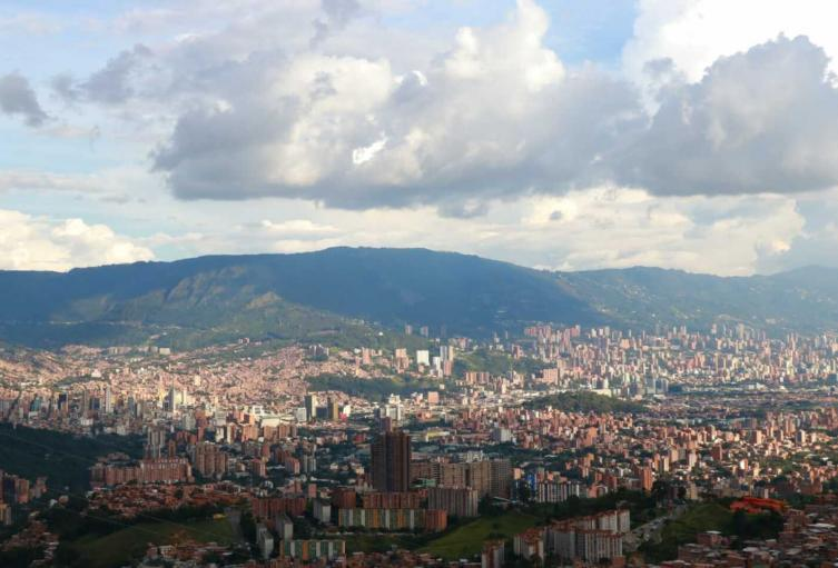 Panorámica de Medellín en el inicio del segundo episodio de calidad del aire.