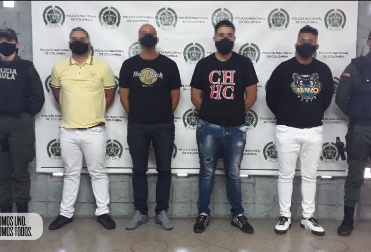 Los señalados delincuentes exigían 800 millones de pesos a un comerciante a cambio de no atentar contra su integridad y la de su familia.