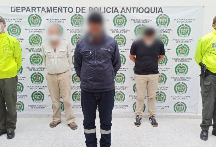 Los presuntos victimarios engañaban al menor de edad con dinero y regalos para accederlo sexualmente.