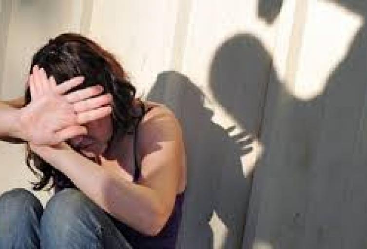 La víctima se encuentra con pronóstico reservado. El presunto agresor sería su pareja sentimental.