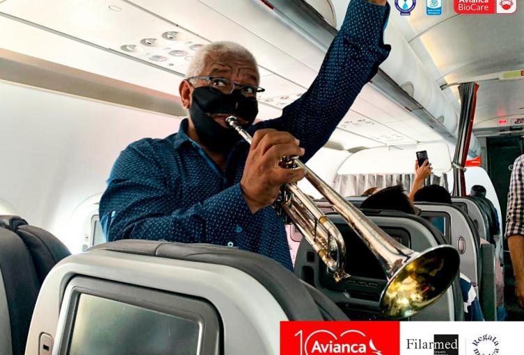 Críticas a Avianca por concierto dentro de un avión con pasajeros