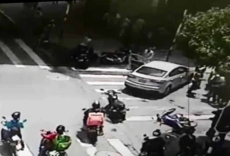Video capta a pareja de fleteros que casi son linchados por la comunidad de Medellín