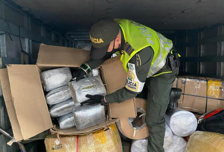 Encuentran 30 kilos de marihuana en un vehículo de mensajería en Sabaneta, Antioquia