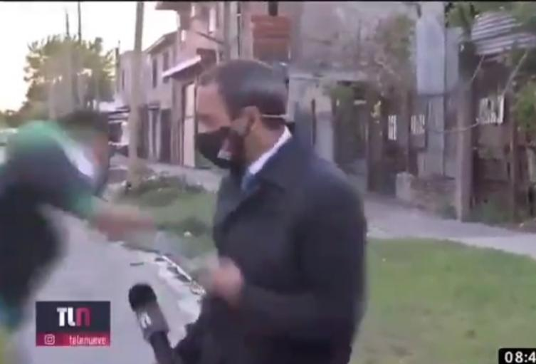 Le robaron el celular a periodista que transmitía en vivo