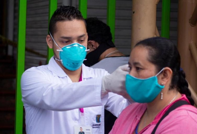 Referencia uso del tapabocas en Medellín.