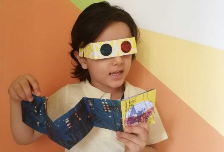 Niños de hospitales reciben un libro en Medellín.
