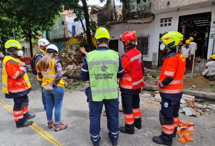 Tres personas resultaron lesionadas en el colapso parcial de las viviendas.