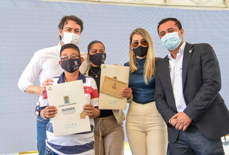 Entrega de viviendas nuevas en Medellín