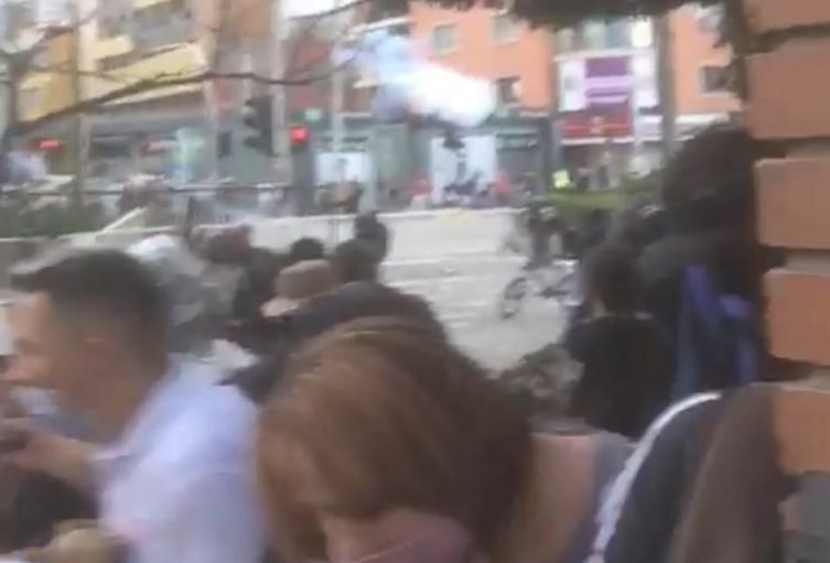 Manifestantes de marcha estudiantil intentaron ingresar al comando de la policía en Medellín