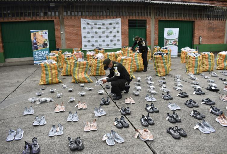 Cogieron a contrabandista con más de cinco mil pares de tenis en el centro de Medellín