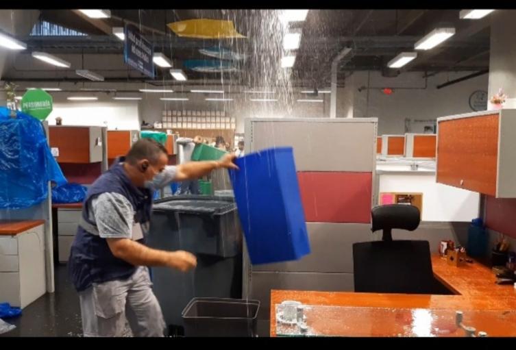 Así fueron las inundaciones en la sede de la Personería de Medellín.