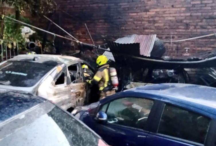 Voraz incendio consumió taller de mecánica en el barrio Villa Hermosa de Medellín
