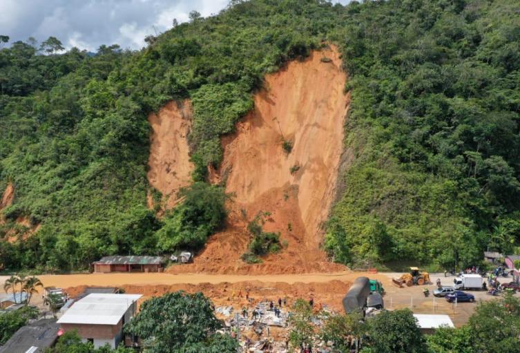 Vía Bogotá- Medellín tras el derrumbe que se presentó este sábado 12 de diciembre  a la altura del kilómetro 46 en la verdea El Silencio del municipio de San Luis
