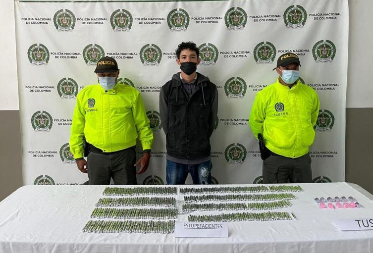 Alias la Burra fue sorprendido con más 300 gramos de marihuana y 30 gramos de cocaína.