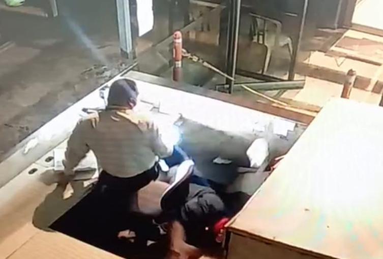 Cayó del segundo piso cuando intentaba escapar del bunker de la Fiscalía de Medellín