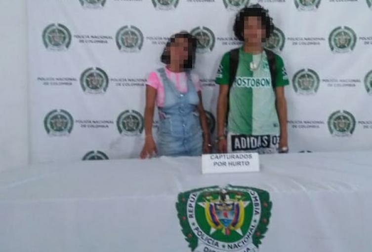 Ponchados quedaron dos delincuentes cuando robaban celulares en el centro de Medellín