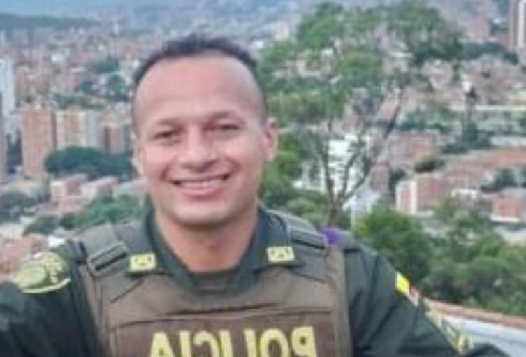 Ofrecen $50 millones de recompensa por homicidio de policía en Medellín