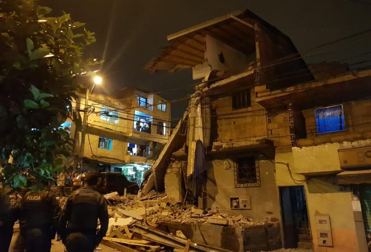 Explosión provocó el desplome de una vivienda de tres pisos el barrio Robledo de Medellín