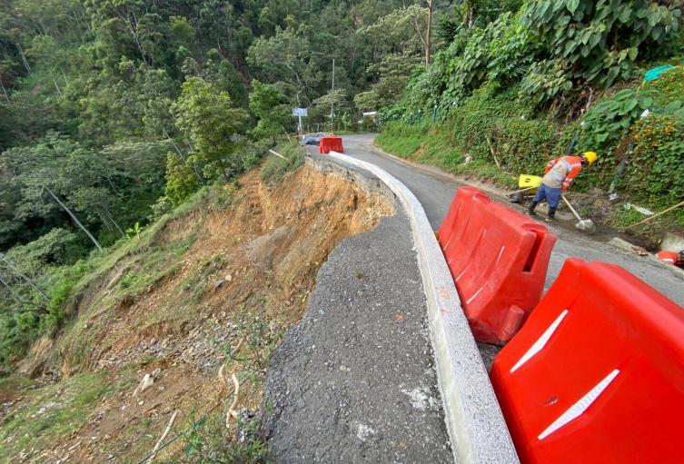 Atención en puntos afectados por lluvias en Medellín.