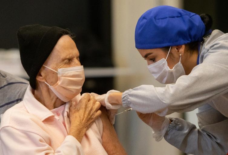 La Alcaldía de Medellín abrió tres nuevos puntos de vacunación contra el Covid-19