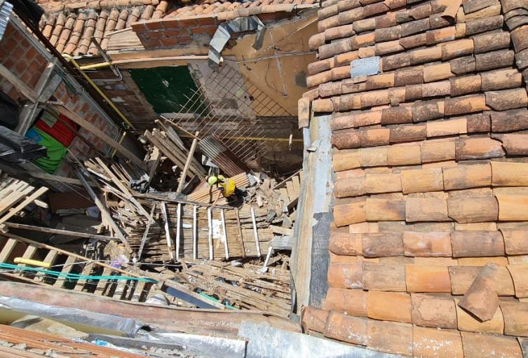 El incidente obligó a la evacuación de tres viviendas aledañas.