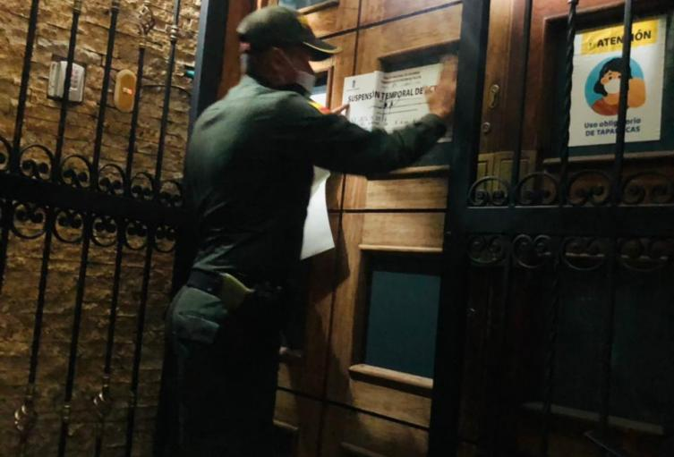 [Video] En un hotel de Medellín se realizó fiesta clandestina con más de 20 personas