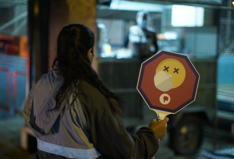Funcionarios de la alcaldía de Medellín refuerzan la vigilancia del toque de queda