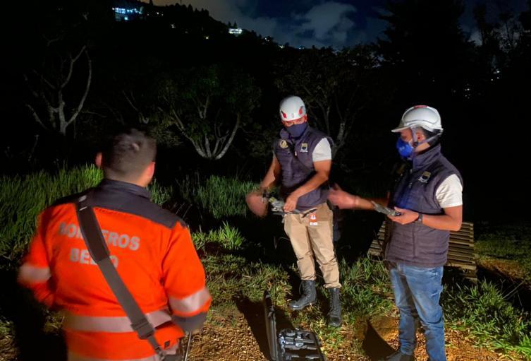 Cinco personas y dos animales que se encontraban perdidos en ese lugar fueron rescatados.