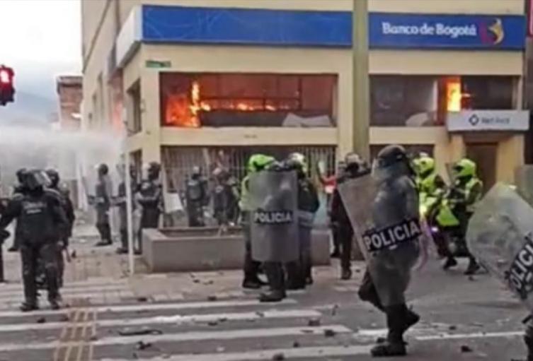 Disturbios en los alrededores del estadio de Medellín al finalizar las marchas