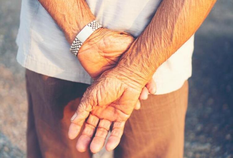 Abuelito de 90 años falleció al caer al vacío en el Doce de Octubre