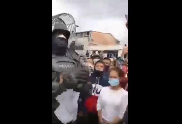 Agente del Esmad pide paz en las protestas