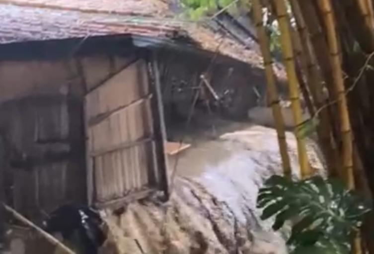 Las vías de este sector también fueron afectadas por las intensas precipitaciones.