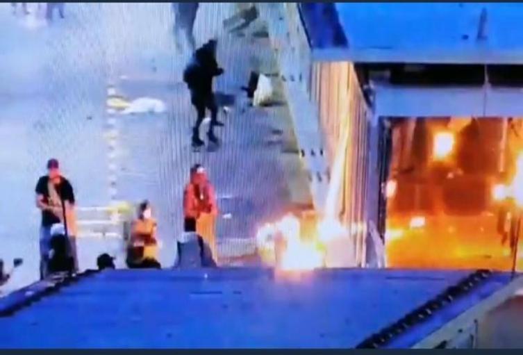 Incendian estación del Metroplús de Medellín.