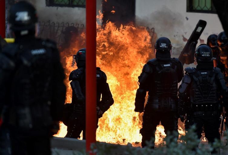 Disturbios en Colombia después de protestas, en medio del paro nacional.