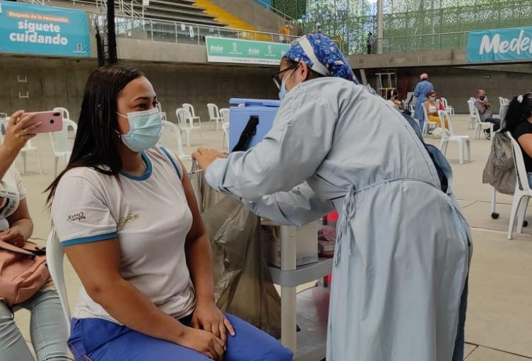 Durante la primera jornada fueron inmunizados los primeros 500 agentes educativos.