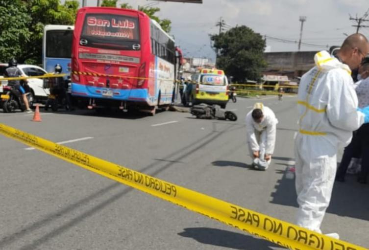 Motociclista falleció al ser arrollado por un bus en inmediaciones de la Terminal del Norte en Medellín