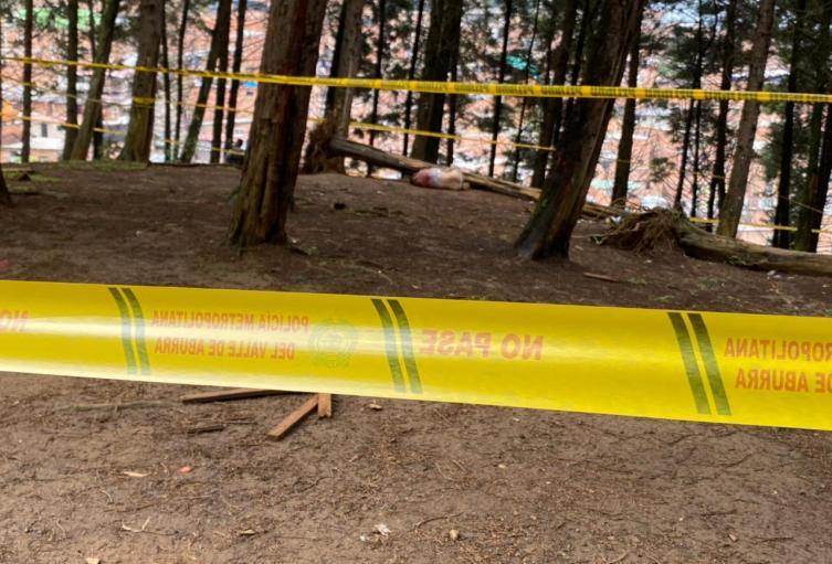 Hallan cadáver de una mujer en zona boscosa del barrio Caicedo de Medellín