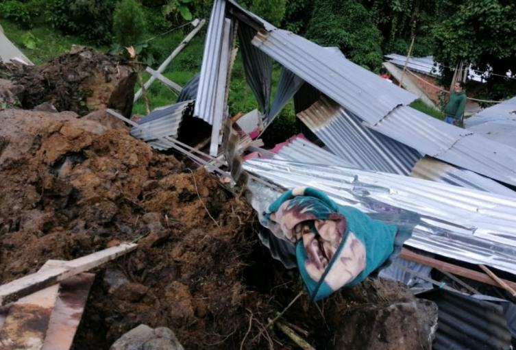 Las emergencias no dejaron personas lesionadas, informaron las autoridades.