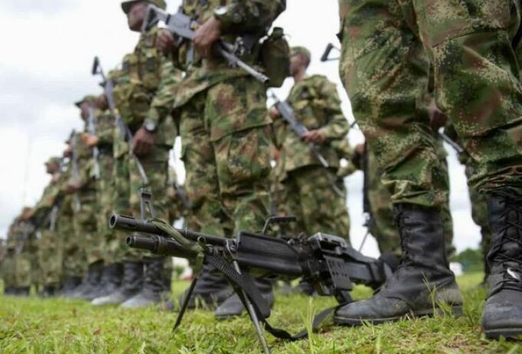Compra de visores que no son de uso militar habría generado un detrimento de $2.318 millones en el Ejército: Contraloría