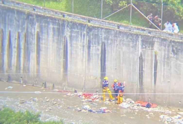 En estado descomposición rescatan cadáver del río Medellín.