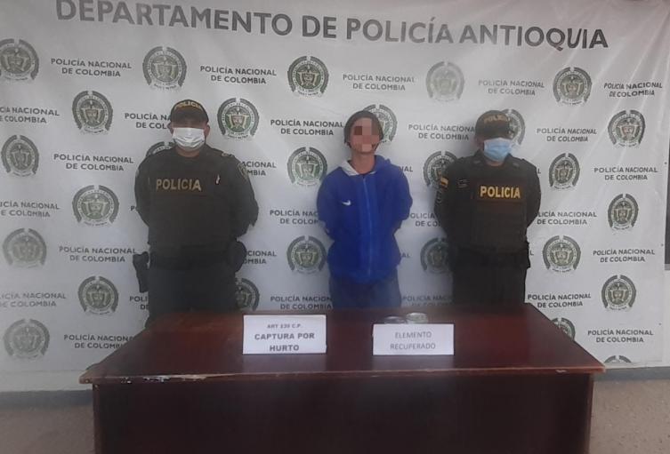 Esta persona extrajo del inmueble, alimentos valorados en más de 200.000 pesos, informaron las autoridades.