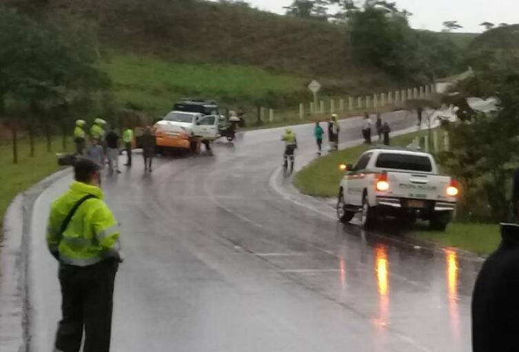 Las autoridades investigan las causas que generaron este accidente de tránsito.