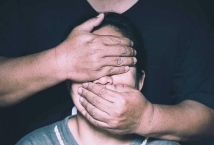 Las víctimas son tres hombres y una mujer.