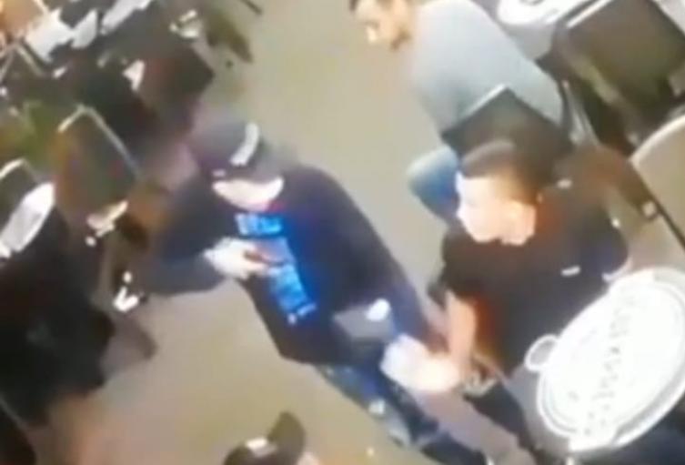 Fleteros amargaron la comida de varios clientes en un restaurante de Medellín
